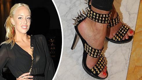 Tentokrát Kateřina ukázala podprsenku a hodně zajímavou obuv.