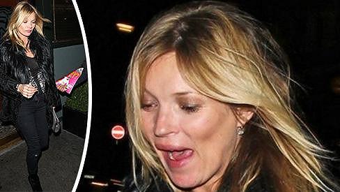 Kate Moss se neuklidnila ani po čtyřicítce.