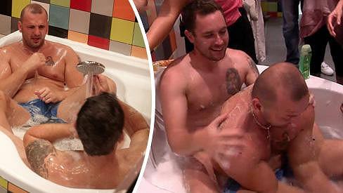 Thomas a Pepa dováděli ve vaně.