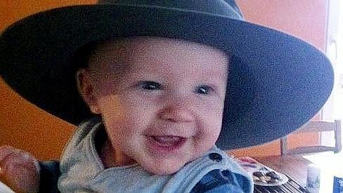 Syn Agáty Hanychové Kryšpín je usměváček.