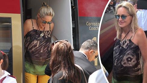 Sharon Stone se rozhodla projet Itálii vlakem.