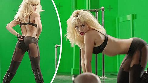 Jessica Alba při natáčení Sin City: Ženská, pro kterou bych vraždil.