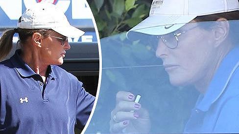 Bruce Jenner chce dosáhnout ženštější podoby delšími vlasy, zvětšenými rty i nalakovanými nehty.