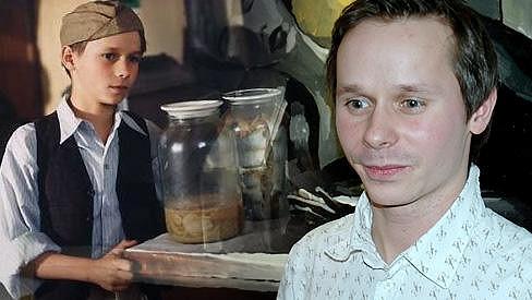 Adam Novák ve své nejslavnější roli a nyní.