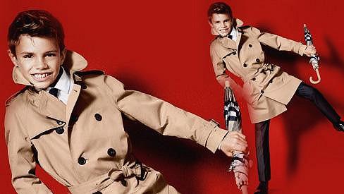 Romeo Beckham začíná po vzoru rodičů pronikat do světa módy.