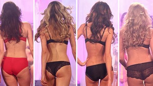 Krásné modelky předvedly své svůdné zadečky.