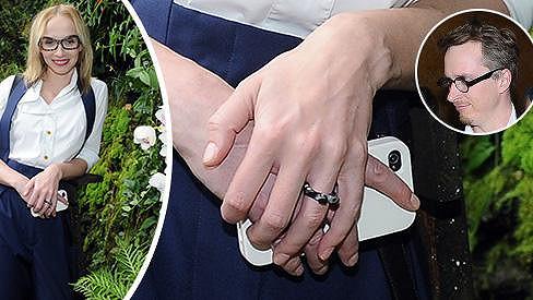 Jana Plodková je zasnoubená, svatbu ale s partnerem neplánují.