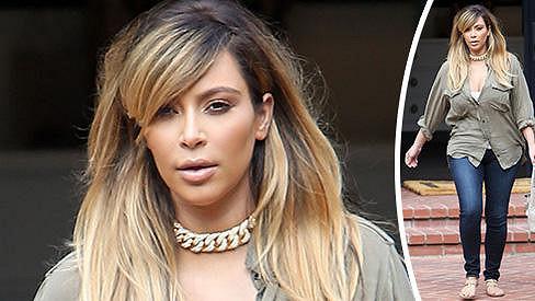 Kim Kardashian se poprvé od porodu odhodlala vyjít mezi lidi.