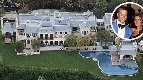 Gisele s Tomem Bradym a dětmi opouštějí nemovitost, kterou si nechali postavit přesně podle svých představ.