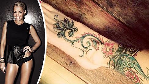 Dara Rolins má nové tetování.