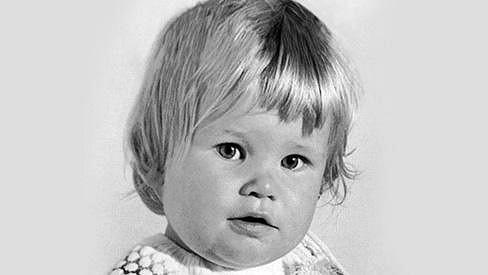 Uhodnete, která slavná osobnost vyrostla z této baculaté dívenky?