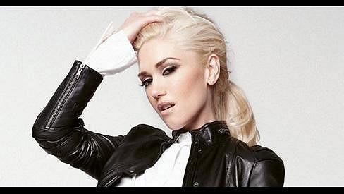 Gwen Stefani se nechala nafotit výjimečně bez rudé rtěnky.