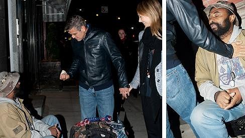George Clooney nemá problém darovat pár bankovek.
