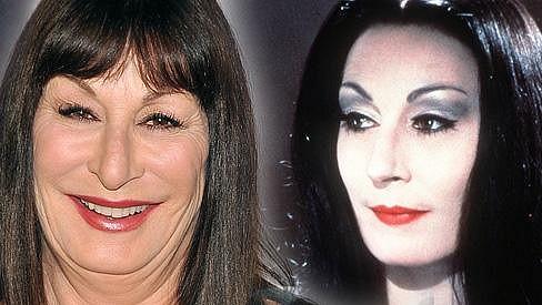 Anjelica Huston dnes a před dvaceti lety v Addamsově rodině.
