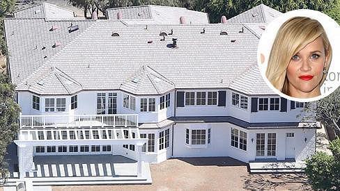 Reese Witherspoon se po rekonstrukci nastěhuje do této luxusní rezidence.