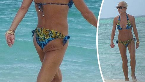 Donatella Versace vypadá dnes v plavkách lépe než před lety.