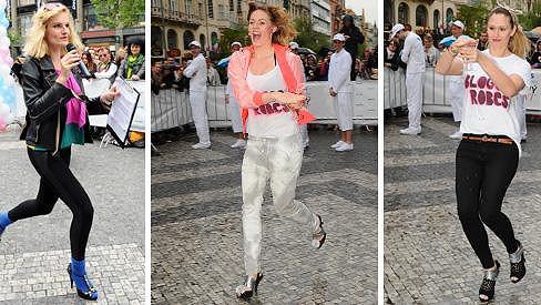 Bláznivé krásky soutěžily v běhu na podpatcích.