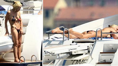 Donatella Versace se slunila na jachtě.