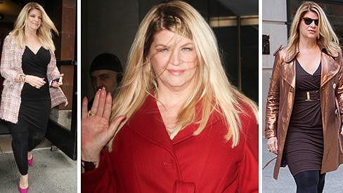 Kirstie Alley přibírá na váze a korpulentní postavu zdůrazňuje otřesnou módou.