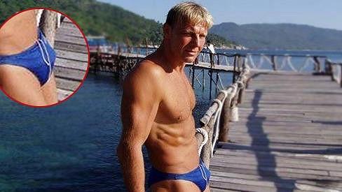Kvůli plavkám chtějí fanynky Martina Maxu pro sebe.