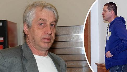 Soudní síň opustil údajný agresor nenadále se slzami v očích.