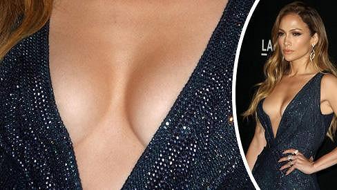 Jennifer Lopez poodhalila ňadra.