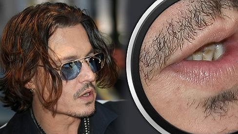 Johnny Depp na premiéře nového filmu Temné stíny.
