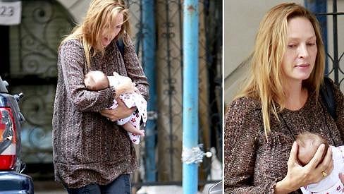 Uma Thurman a její měsíční holčička Joy.