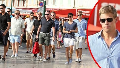 Elton John se svými přáteli včetně mladého Dolpha Lamberta.