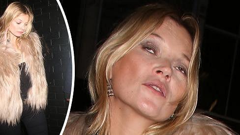 Kate Moss si opět dala do nosu.
