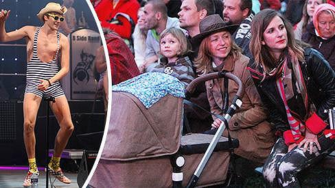 Tatiana Vilhelmová vzala syna Lojzíka na tatínkův koncert.