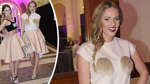 Bloggerka se při výběru svých šatů pěkně odvázala.