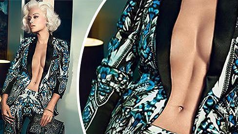Rita Ora se odhalila v kampani.