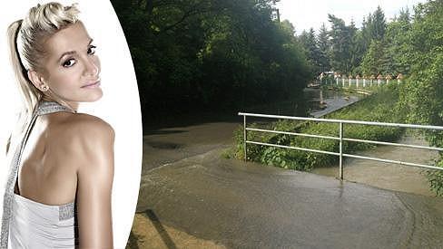 Čerstvé záběry pořízené před domem zpěvačky.