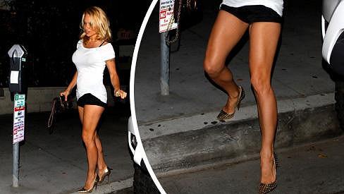 Pamela Anderson je pořád neskutečně sexy.