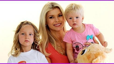 Romana s dcerkami Sofinkou a Elinkou.