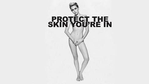 Miley Cyrus se nechala nahá zvěčnit pro dobrou věc.