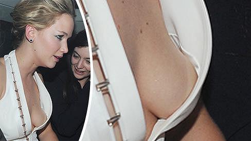 Jennifer Lawrence si na párty oblékla hodně odvážné šaty.