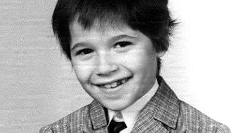 Poznáte tohoto usměvavého chlapečka?