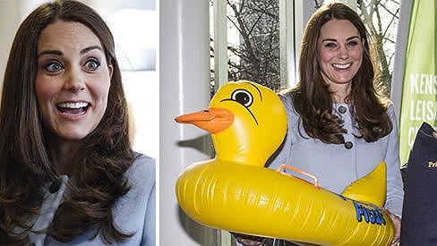 Maminka přiveze malému Georgovi kachničku, která se do vany asi nevejde...