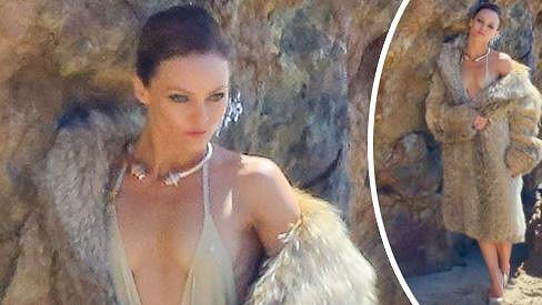 Vanessa Paradis je opět sexy.