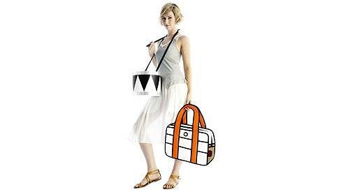 Jedinečné kabelky stojí v přepočtu kolem osmnácti set korun.
