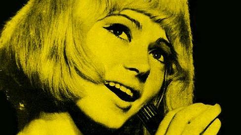 Poznáte tuhle šestnáctiletou blondýnku?