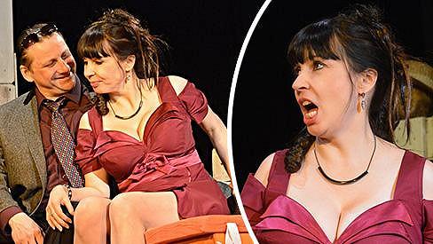 Nela Boudová v divadelní hře Úhlavní přátelé.