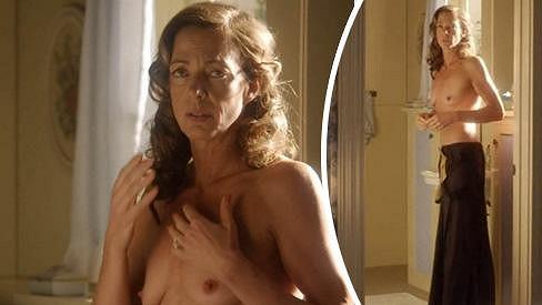 Allison Janney se svlékla v seriálu Masters of Sex.