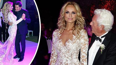 Adriana Sklenaříková Karembeu si vzala francouzského podnikatele Andrého Ohaniana (vlevo při tanci).