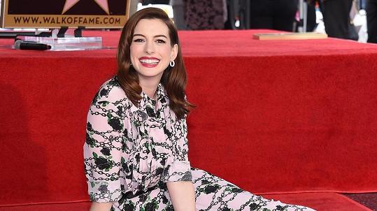 Anne Hathaway se svěřila, kdo může za to, že skončila s veganstvím.
