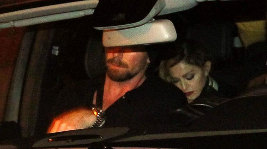Madonna si pobyt v Praze prodloužila.