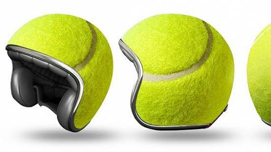 Ochrana hlavy v podobě tenisového míčku.