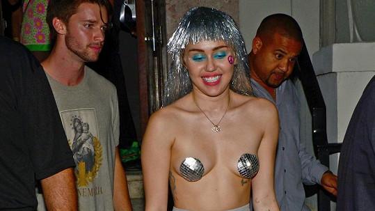 Miley Cyrus se předvedla jako placená společnice.